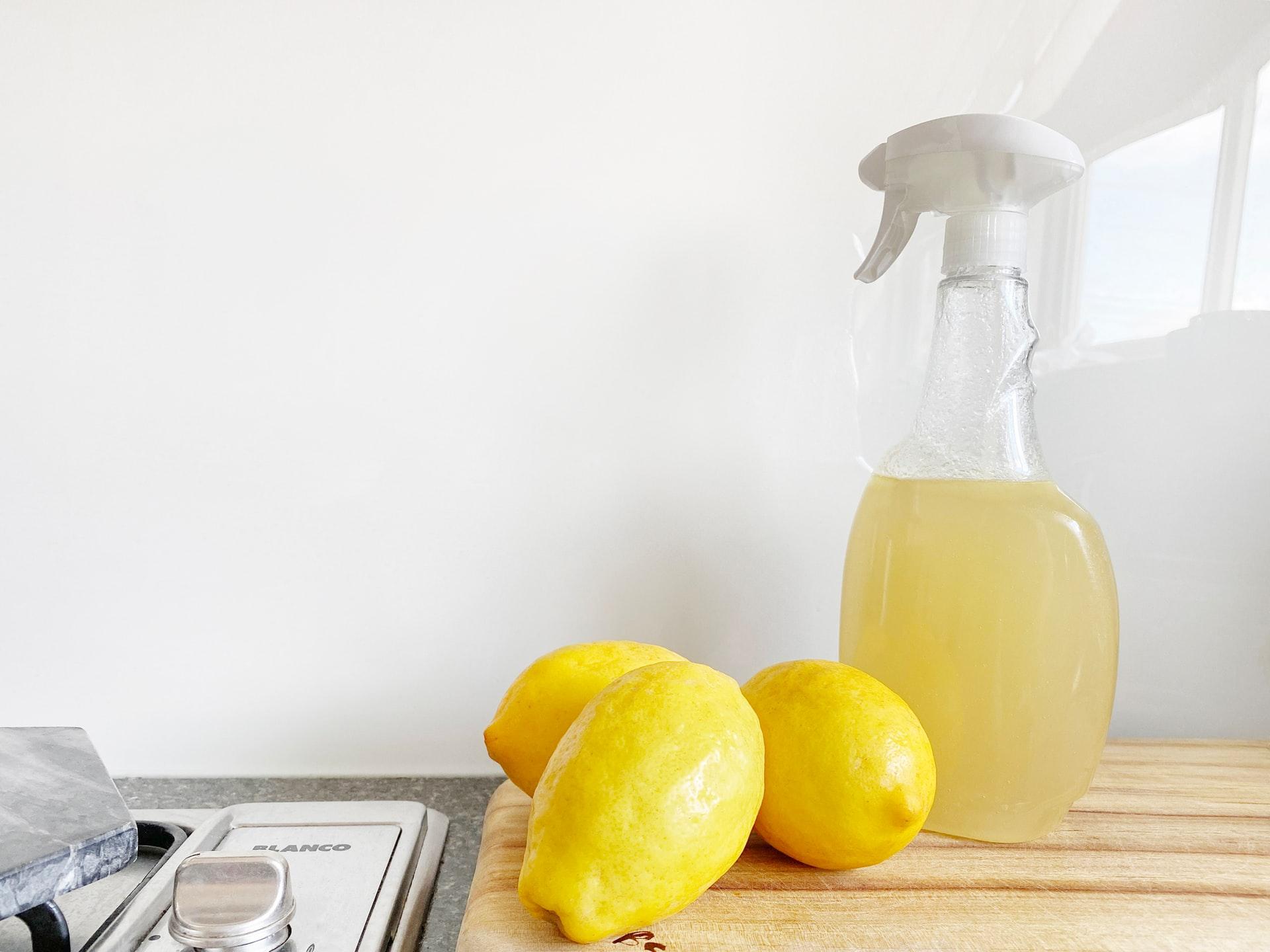 そんな毎日のキッチン掃除でガンコな汚れを簡単に落とす方法