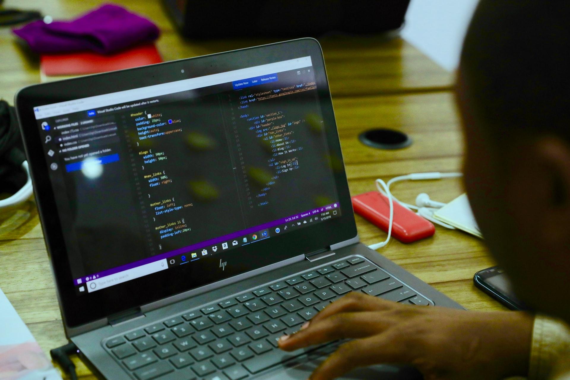 サブスク型オンラインプログラミングスクールとは